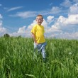 Little boy outdoors — Stockfoto