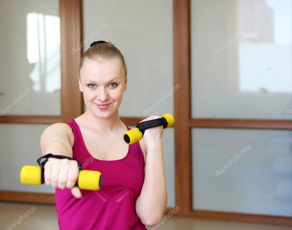 Young woman in sport wear exercising in sport club — Stock Photo #5845260