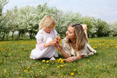 Girl with mother in the park — Foto de Stock