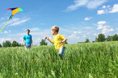 Father with son in summer with kite — Stock Photo