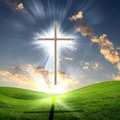 Křesťanský kříž proti obloze — Stock fotografie