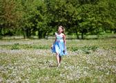 Dívka v parku — Stock fotografie