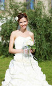 портрет молодая невеста в белом платье — Стоковое фото