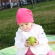 Litlle girl in the park — Stock Photo