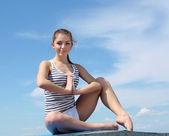 портрет молодой женщины, делать упражнения — Стоковое фото