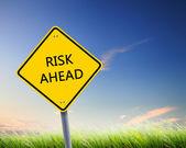 Cartello stradale di rischio avanti — Foto Stock
