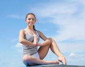 Ritratto di giovane donna facendo esercizi — Foto Stock