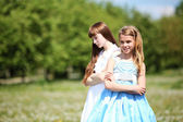 Two girls playing in the park — Стоковое фото