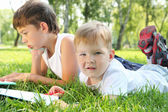 Two brothers together in the park — Foto Stock