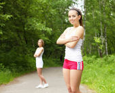 Genç bir kadın açık havada spor yapmak — Stok fotoğraf