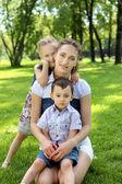 Moeder met dausghter en zoon — Stockfoto