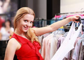 Beautiful young girl at the store — Stock Photo