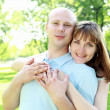 Foto Stock: Young couple in the park