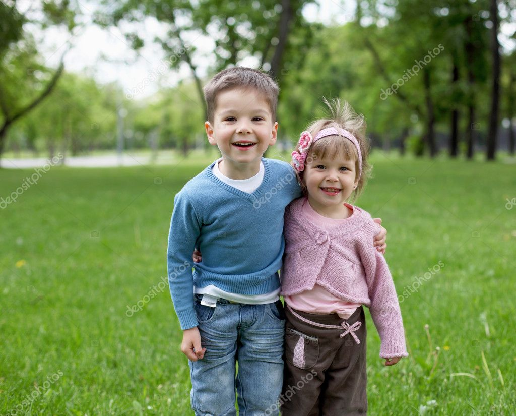 Happy sister and brother together in the park — Stock Photo #6741510