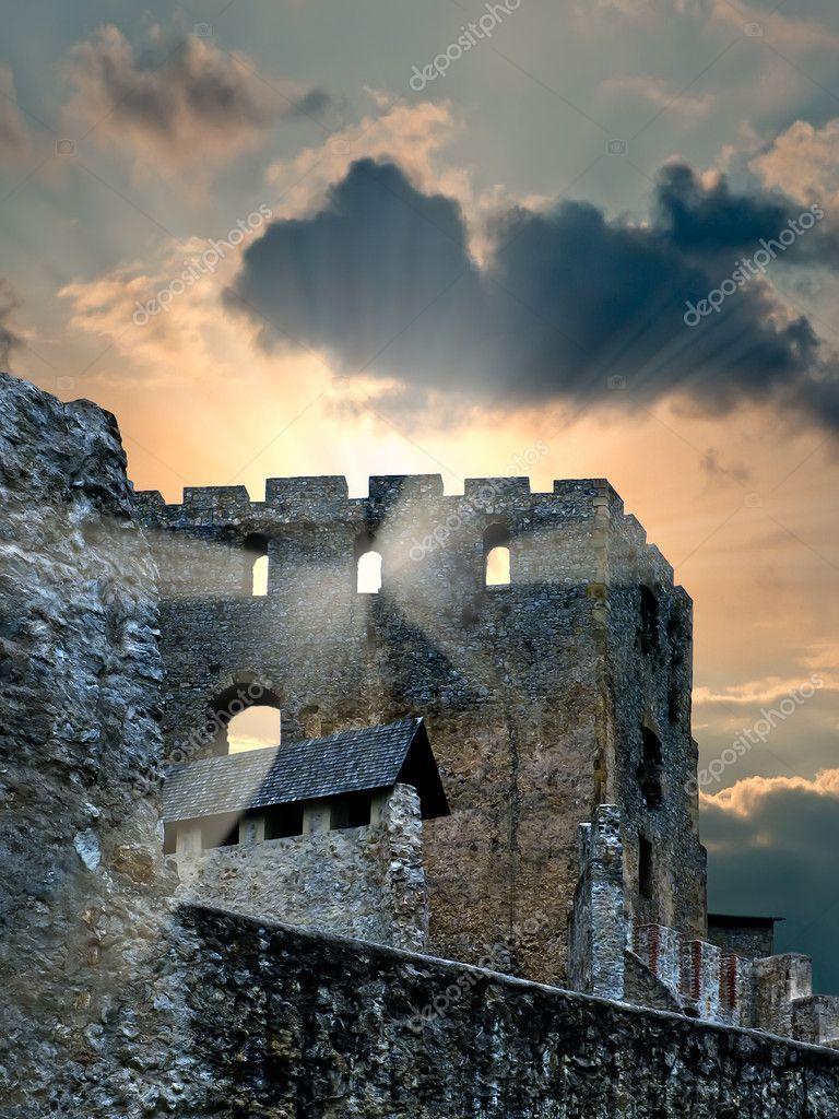 Старинный замок на море купить
