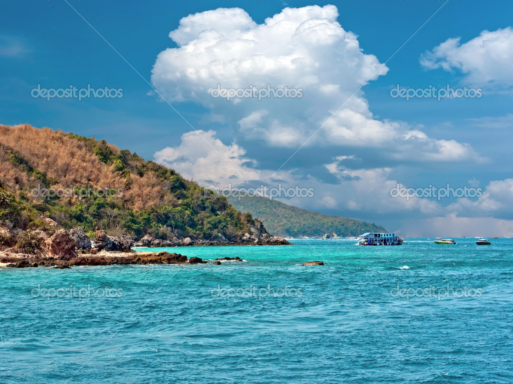 Seascape with Gulf of Thailand. Island Koh Lan — Stock Photo #6273043
