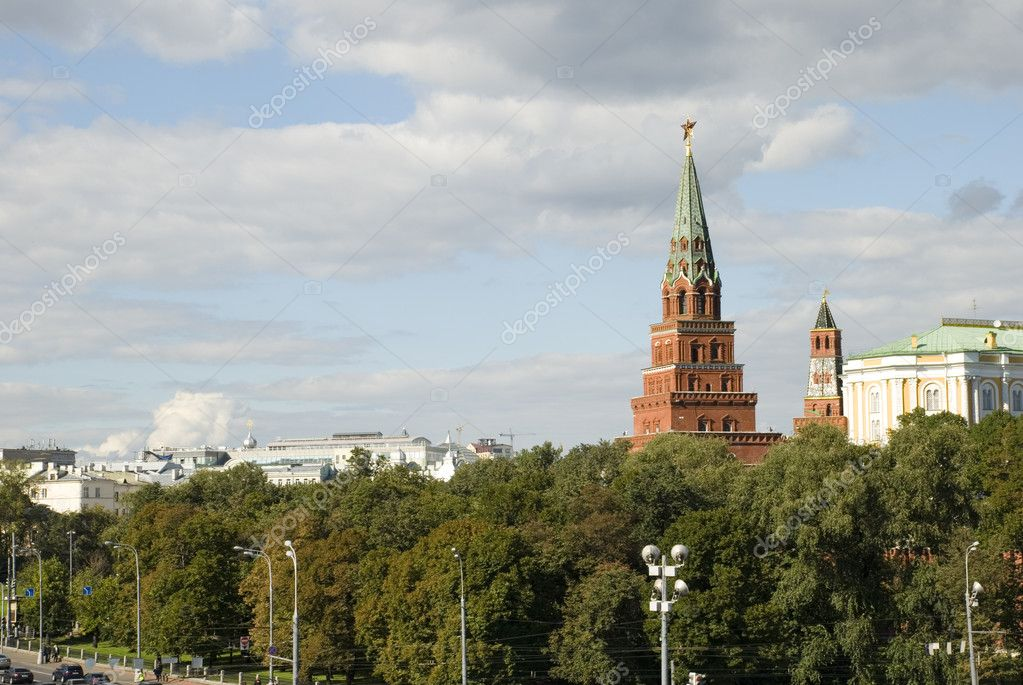 Photo of the Kremlin tower made in Moscow in the summer — Stock Photo #5406734