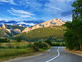 Road, mountains and blue sky — Stock Photo