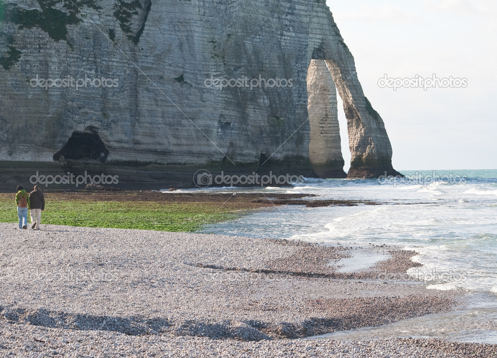 The famous cliffs at Etretat in Normandy, France. Tide sea — Stock Photo #5809017