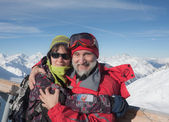 Ski family (father and daughter) on a background of mountains. S — Stock Photo