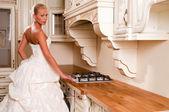 Bride in a luxury dress — Stock Photo