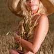 Nude womin wheat field — Foto de stock #6021673