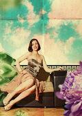 Beautiful woman in retro dress — Stock Photo
