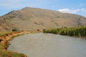 Góry i rzeki krajobraz — Zdjęcie stockowe