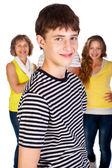 フォーカスの子供、バック グラウンドで家族に笑みを浮かべてください。 — ストック写真