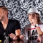 Portrait of friends enjoying cocktails — Stock Photo