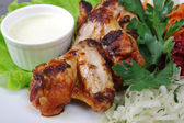 Chicken wings with vegetable — Stock Photo