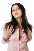Портрет великолепный молодой женщины в розовой рубашке — Стоковое фото