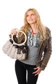かなり若い金髪の女性は、ハンドバッグの肖像画 — ストック写真