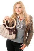 ハンドバッグと美しい若いブロンドの肖像画 — ストック写真