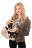 ハンドバッグと笑みを浮かべて若いブロンドの肖像画 — ストック写真