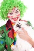 Vrouwelijke clown met een wit konijn — Stockfoto