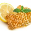 Honey honeycombs with lemon — Stock Photo