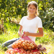 Girl with harvested onion — Stock Photo