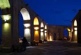 Barrakka Gardens at Valletta in night — Stock Photo