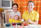 Family painting eggs for Easter — Stock Photo