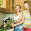 Mother and daughter in kitchen — Stock Photo #5717670