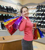 Happy woman with shopping bags — Stockfoto