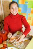 Woman is stuffing fish — Stock Photo