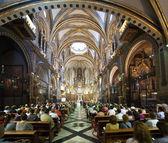 Worshipers during worship in catholic church — Stock Photo