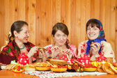 Women eating pancake during Pancake Week — Stock Photo