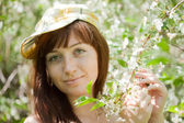 Girl in spring blossoming garden — Stock Photo