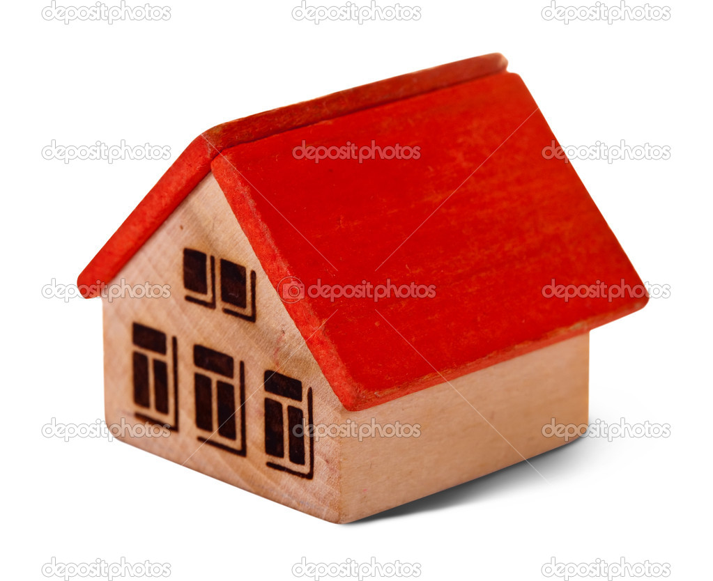 在白色背景上的木制玩具房子 — 照片作者 jim_filim