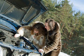 Women trying to fix the car — Stock Photo