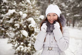 Oung woman at wintry park — Stock Photo