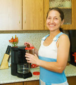 Woman making coffee — Stock Photo